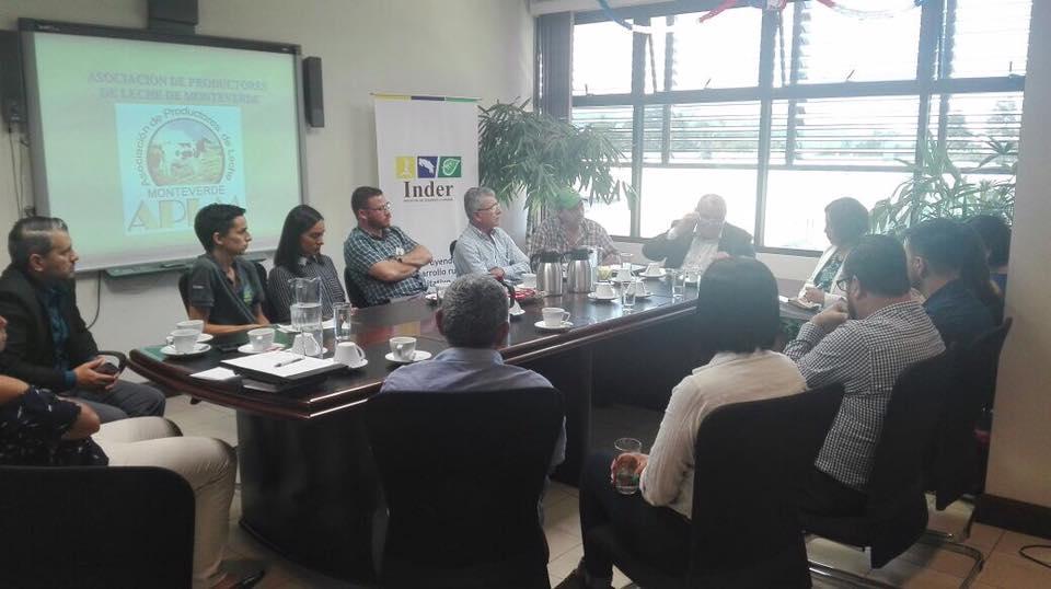 Estudiantes del ICAP presentan al INDER propuesta de proyecto con la Asociación de Productores de Leche de Monteverde