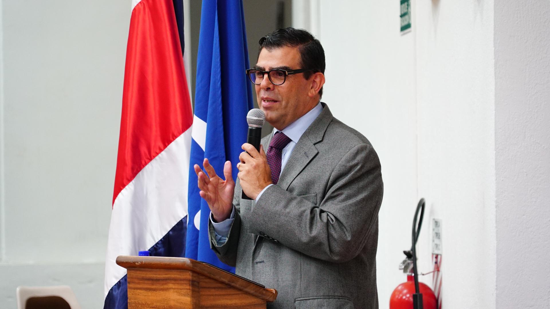 """Conversatorio """"Implementación de la Gestión por Resultados en el Desarrollo en el sector público de Costa Rica"""" contó con el ICAP como expositor"""