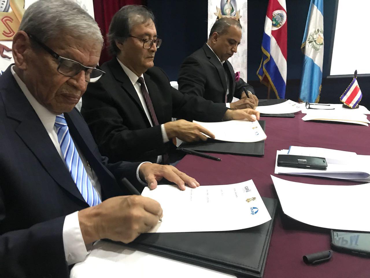 El ICAP firma convenio de cooperación interinstitucional entre el IGSS y el INAP
