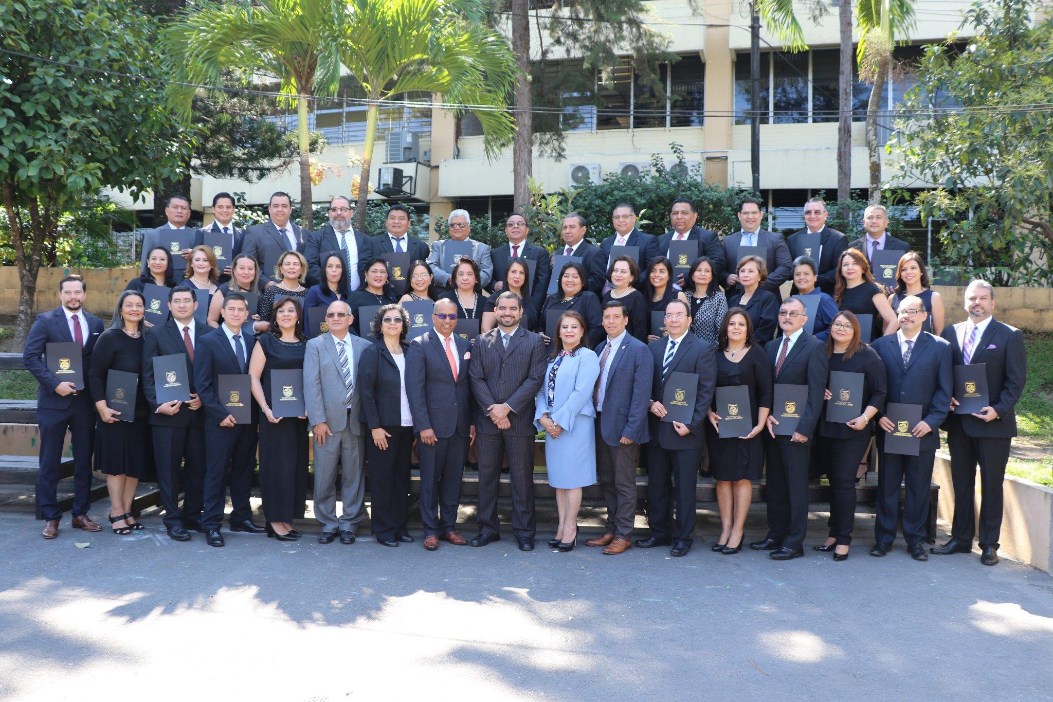 75 funcionarios se gradúan en El Salvador