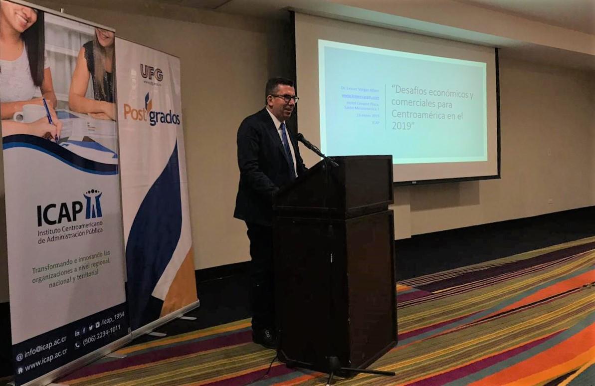 Más de 40 funcionarios asistieron a la presentación del Programa Doctoral en El Salvador