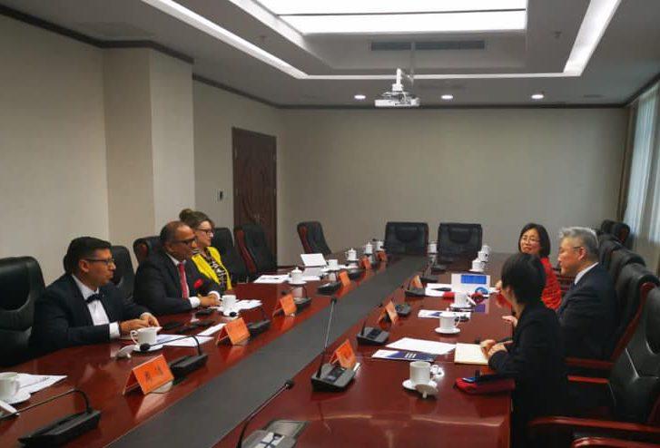 Fructífero encuentro con la Academia China de Ciencias Sociales