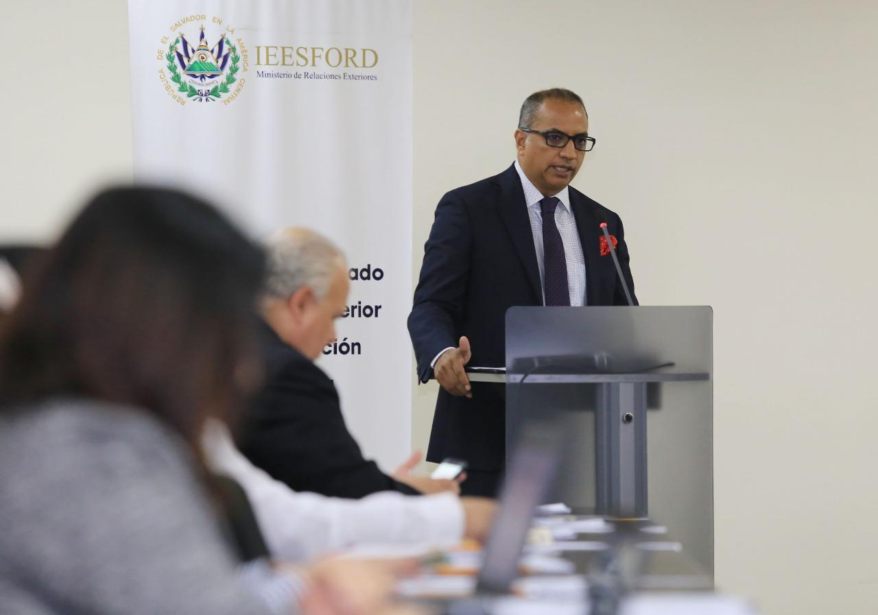 IIESFORD de El Salvador recibe capacitación en liderazgo y negociación