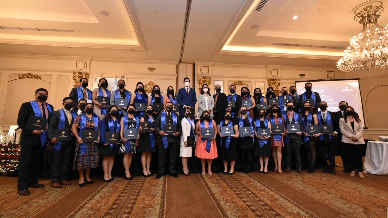 ICAP certifica 30 estrategas de la planificación del desarrollo en Guatemala